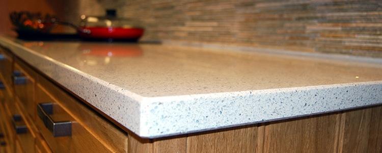 hvit granitt benkeplate